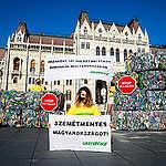 Legalább egymilliárd PET-palack megy a szemétbe évente: kötelező újratöltést követel a Greenpeace