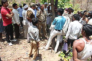 Villagers from Mahan Oppose Forest Marking. © Vinit Gupta