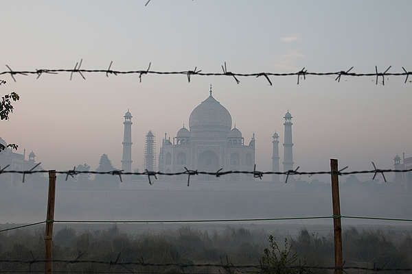 Pollution around the Taj Mahal in India. © Vinit Gupta