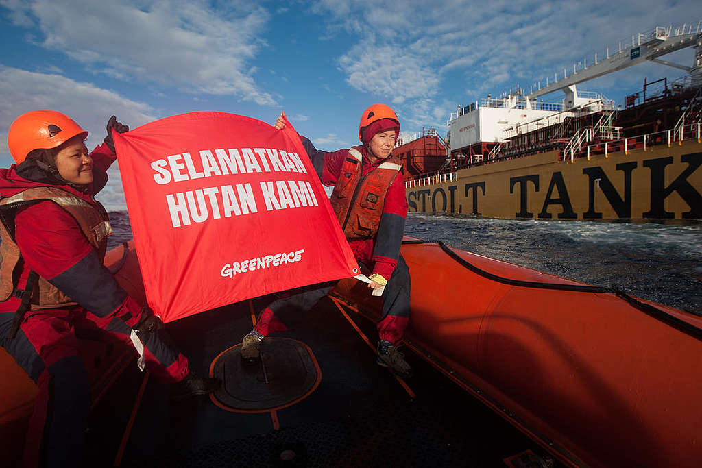 Dirty Palm Oil Protest against the Stolt Tenacity in the Atlantic Ocean. © Jeremy Sutton-Hibbert
