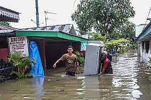 Flood in Bengkulu, Indonesia. © David Muharmansyah / Greenpeace