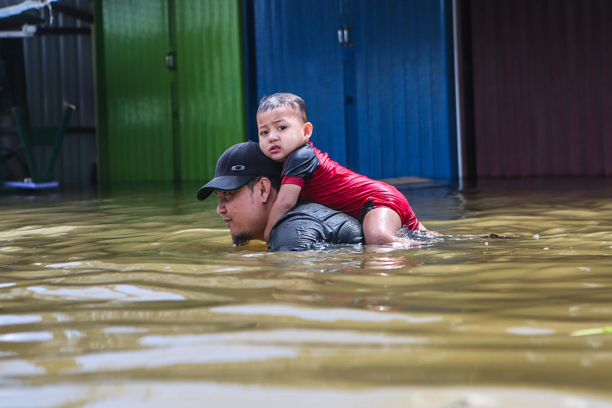Flood in Samarinda, East Kalimantan. © Saipul Anwar / Greenpeace