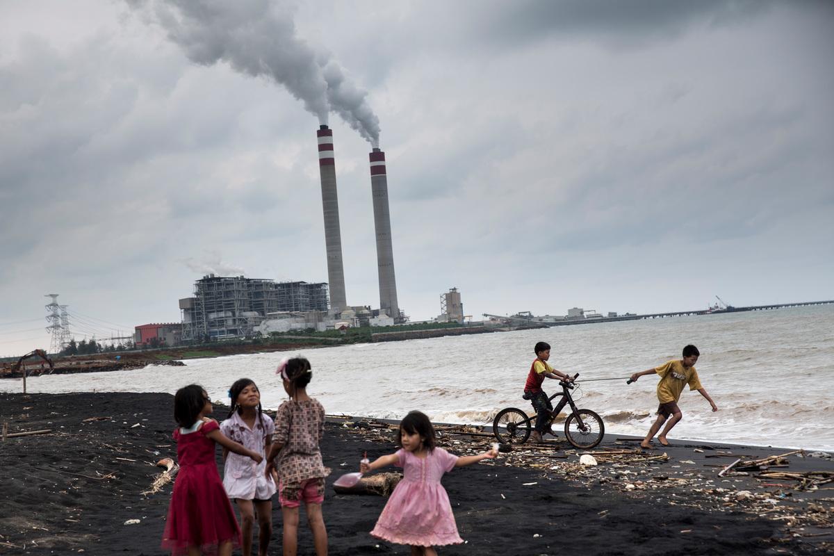 Children Play in Central Java. © Kemal Jufri / Greenpeace