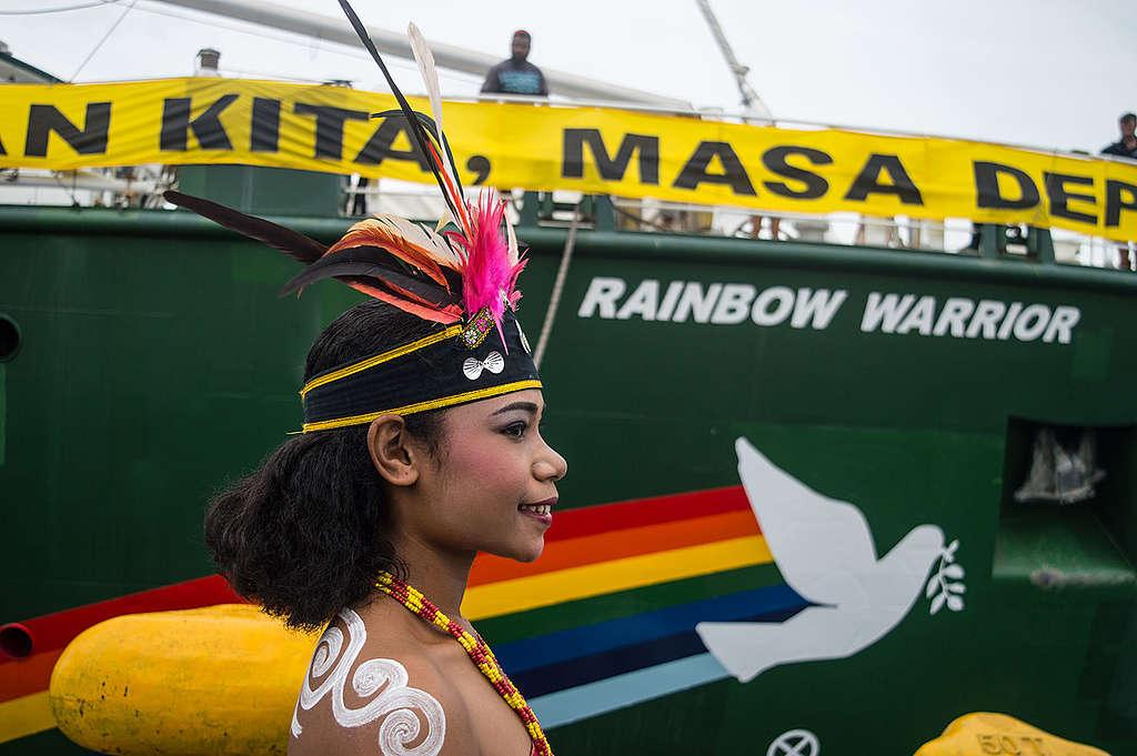 Rainbow Warrior Arrival in Manokwari, West Papua. © Sutanta Aditya / Greenpeace