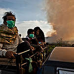 Villagers Evacuate During Forest Fires in Sumatra. © Ulet  Ifansasti / Greenpeace