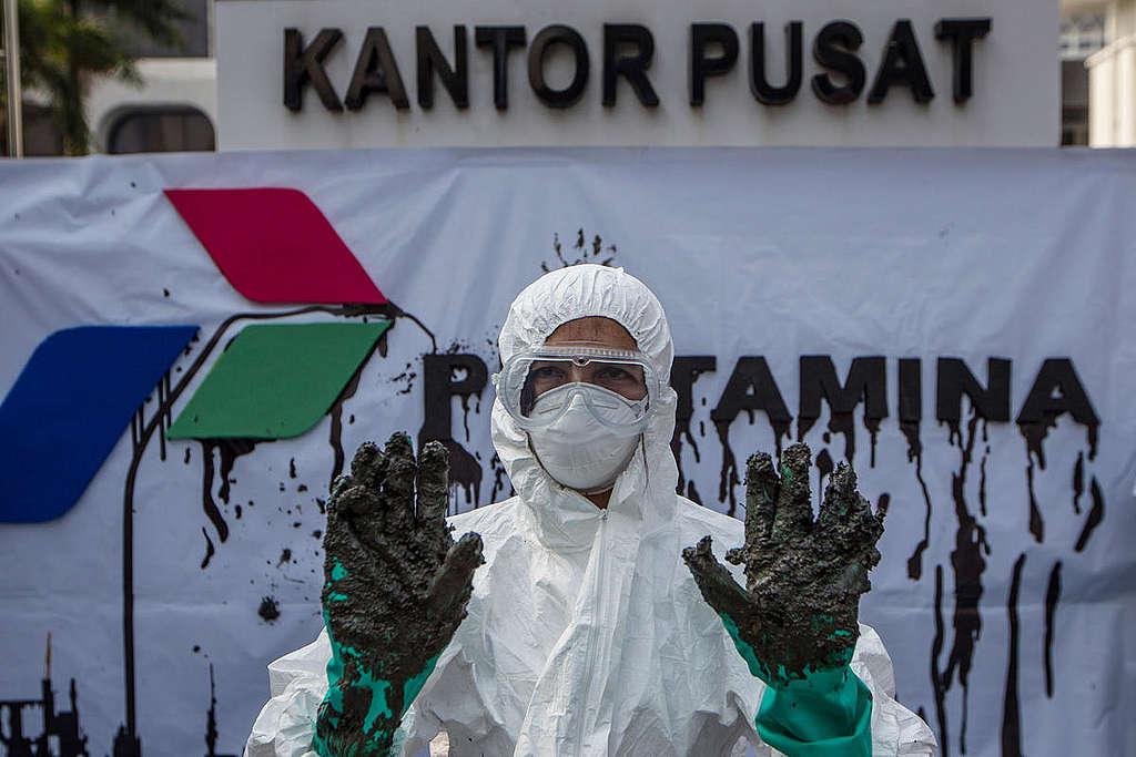 Aksi protes di kantor Pertamina