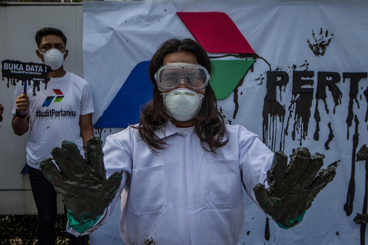 Oil Spill Protest at PT. Pertamina HQ in Jakarta. © Afriadi Hikmal / Greenpeace
