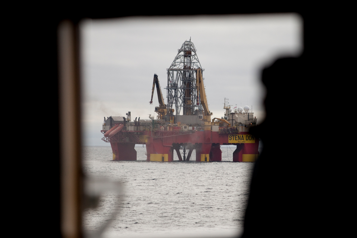 Cairn Oil rig in the Arctic © Will Rose / Greenpeace