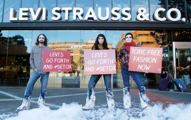 Levi's 'Detox' Action in San Francisco © George Nikitin / Greenpeace