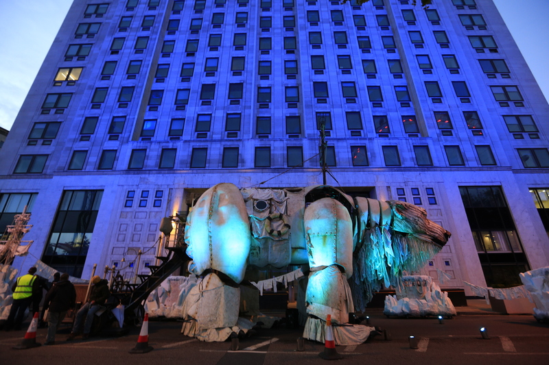 Giant Polar Bear Aurora at Shell HQ in London © Jiri Rezac / Greenpeace
