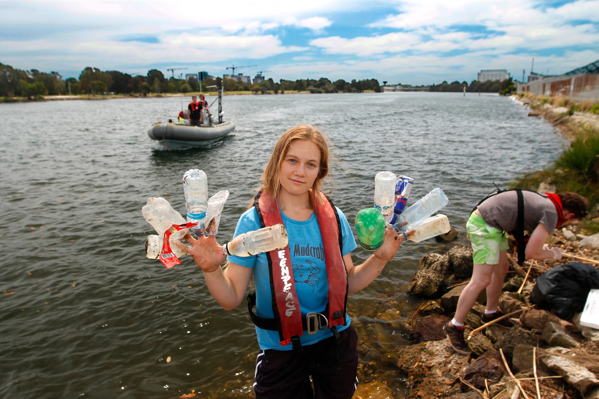 Cooks River Clean Up in Sydney © Greenpeace / Jane Castle