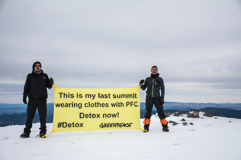 Detox Outdoors Action at Xinantecatl Volcano in Mexico © Alonso Crespo / Greenpeace