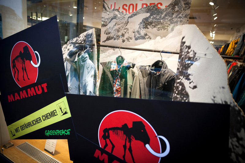 'Detox' protest at Mammut store in Hamburg © Daniel Müller / Greenpeace
