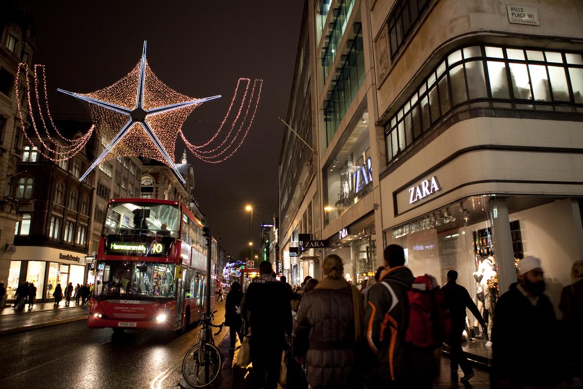 Zara Store in London © Emma Stoner / Greenpeace