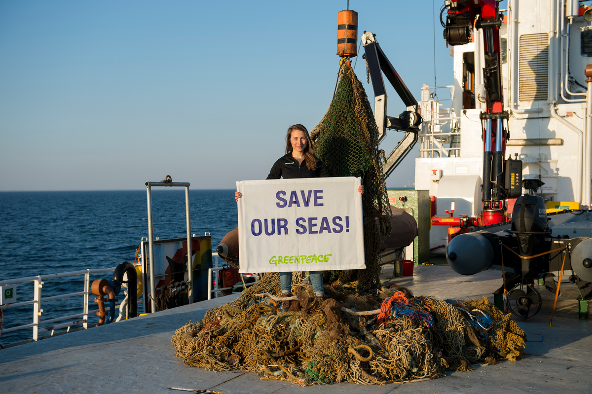 Ghostnets Recovering in the North Sea Sanctuary © Bente Stachowske / Greenpeace
