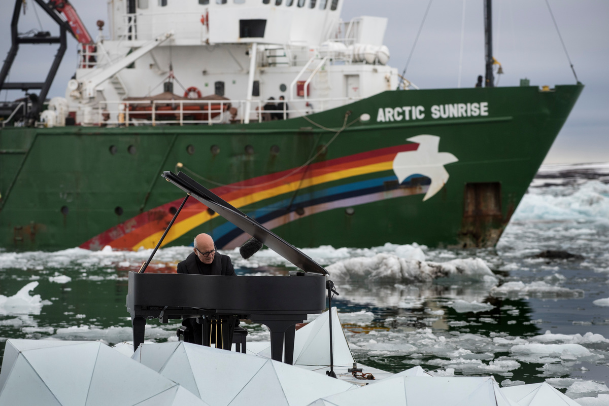 Composer and Pianist Ludovico Einaudi Performs in the Arctic Ocean © Pedro Armestre / Greenpeace
