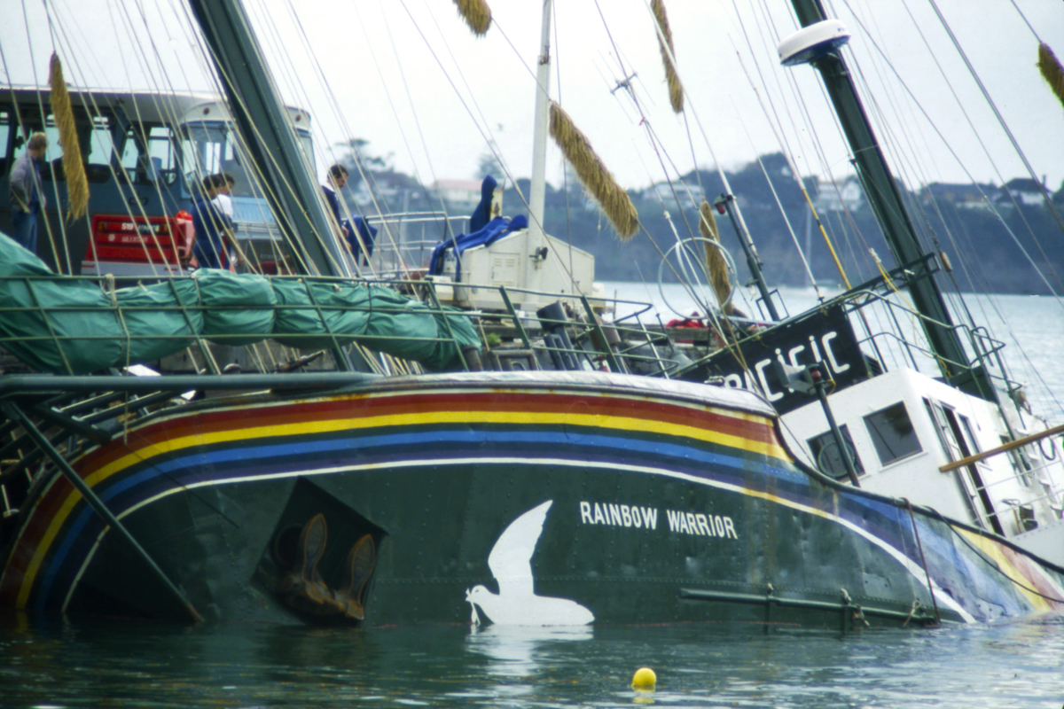 Aftermath of Shipwreck After the Rainbow Warrior Bombing © Greenpeace / John Miller