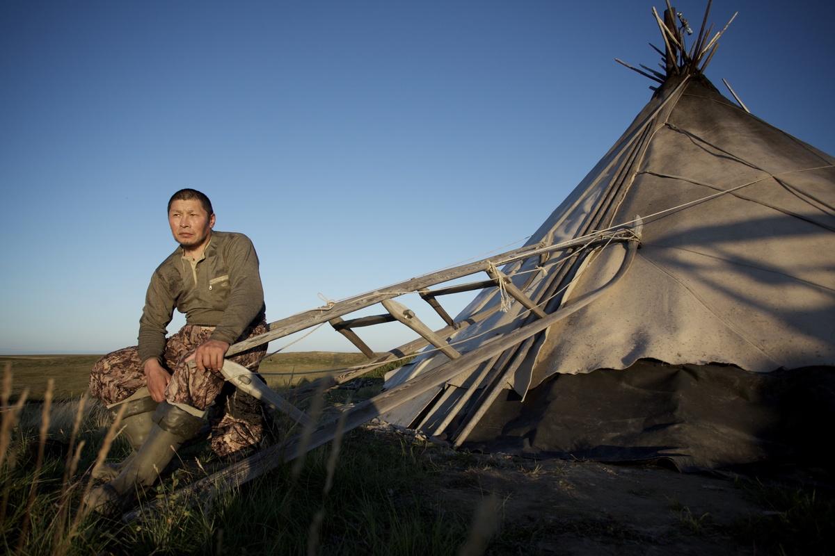 Indigenous Nenet man in Yamal Peninsula, Russia. © Greenpeace / Tatiana Vasilieva