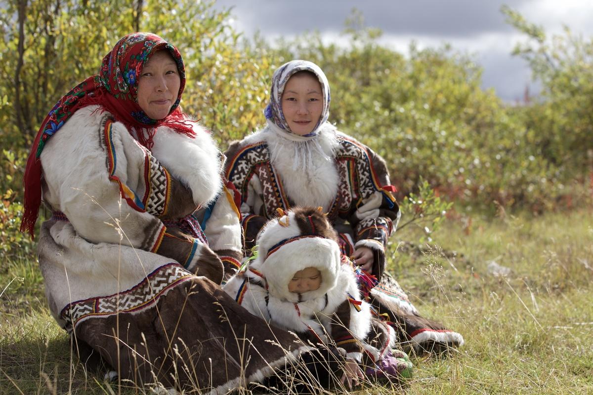 Nenets Indigenous family in Yamal Peninsula. © Stephen Nugent / Greenpeace