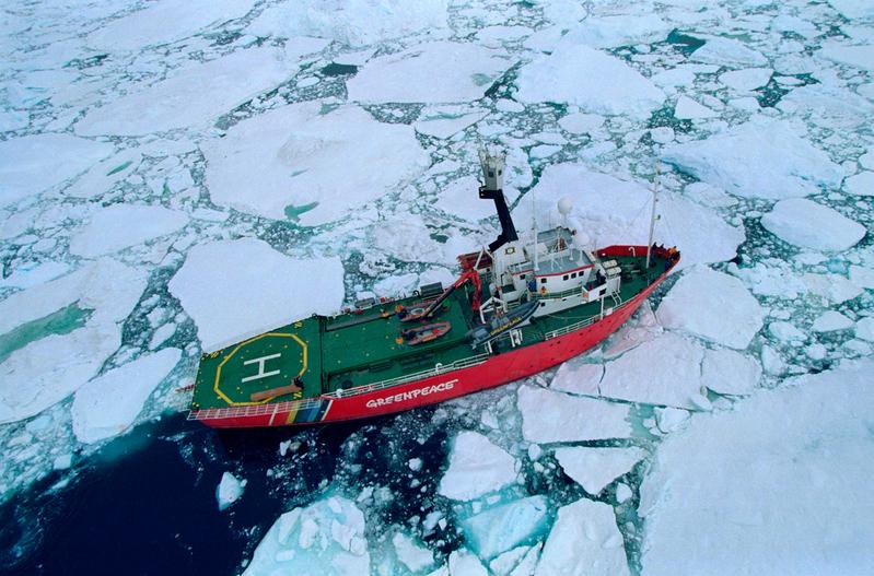 Arctic Sunrise at James Ross Island © Greenpeace / Steve Morgan