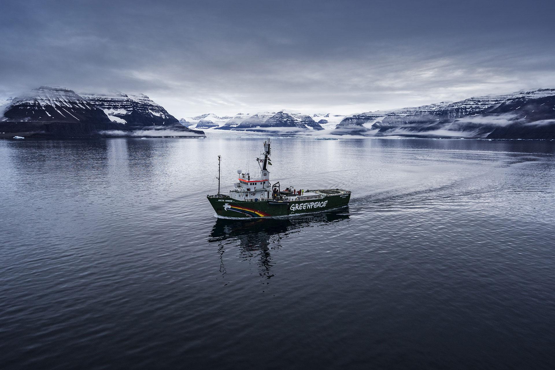 Arctic Sunrise in East Greenland. © Christian Åslund / Greenpeace