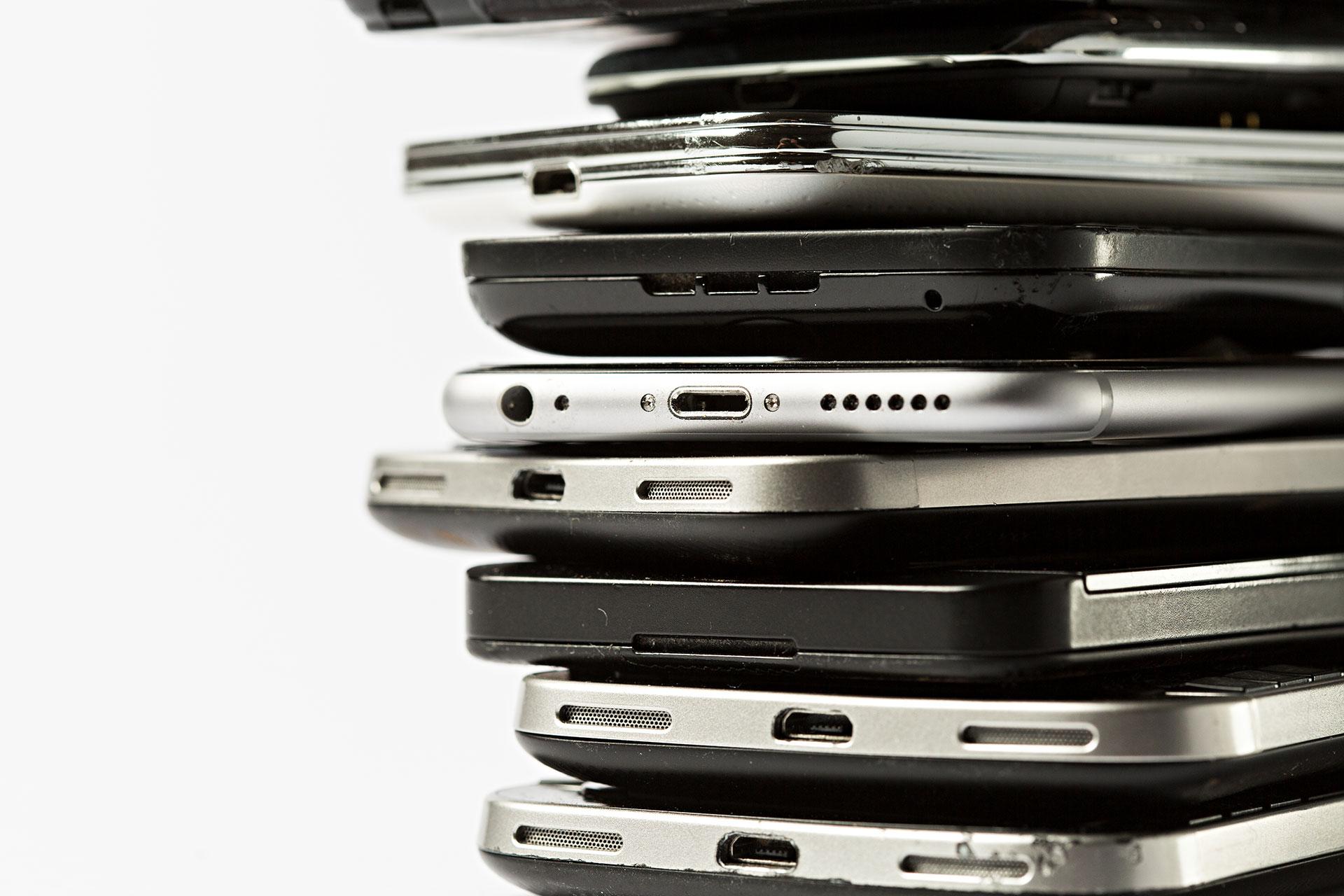 Broken smartphones. © Fred Dott / Greenpeace