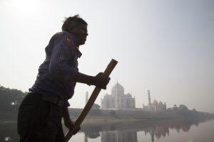 Pollution around the Taj Mahal in India © Vinit Gupta / Greenpeace