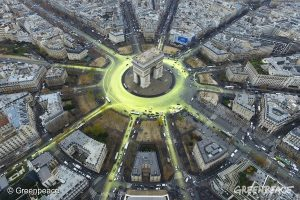 COP21: Arc de Triomphe Sun Action in Paris.