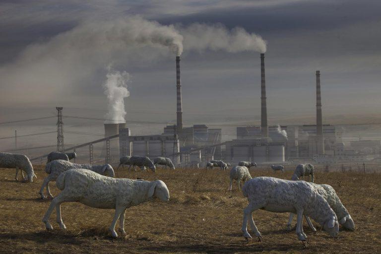 Open-pit Coal Mining in Inner Mongolia © Lu Guang / Greenpeace