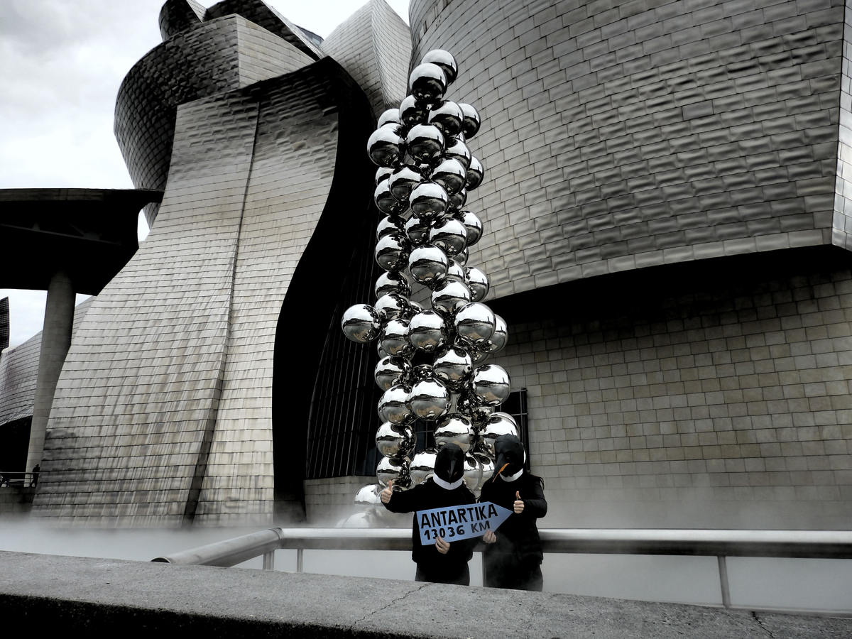 Rise of the Penguins at the Gugguenheim Bilbao © Greenpeace