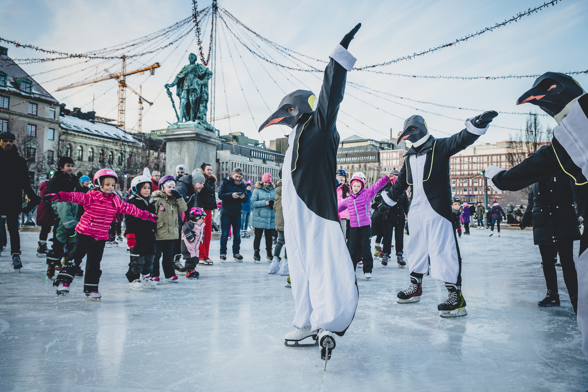 Rise of the Penguins in Stockholm © Jana Eriksson / Greenpeace
