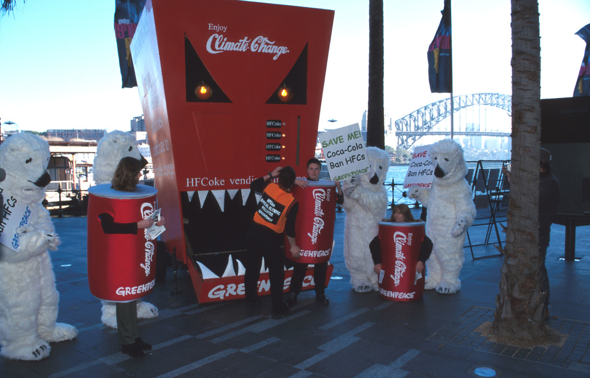 Greenpeace Coke Spotlight campaign in Australia © Greenpeace / Kim Hampson