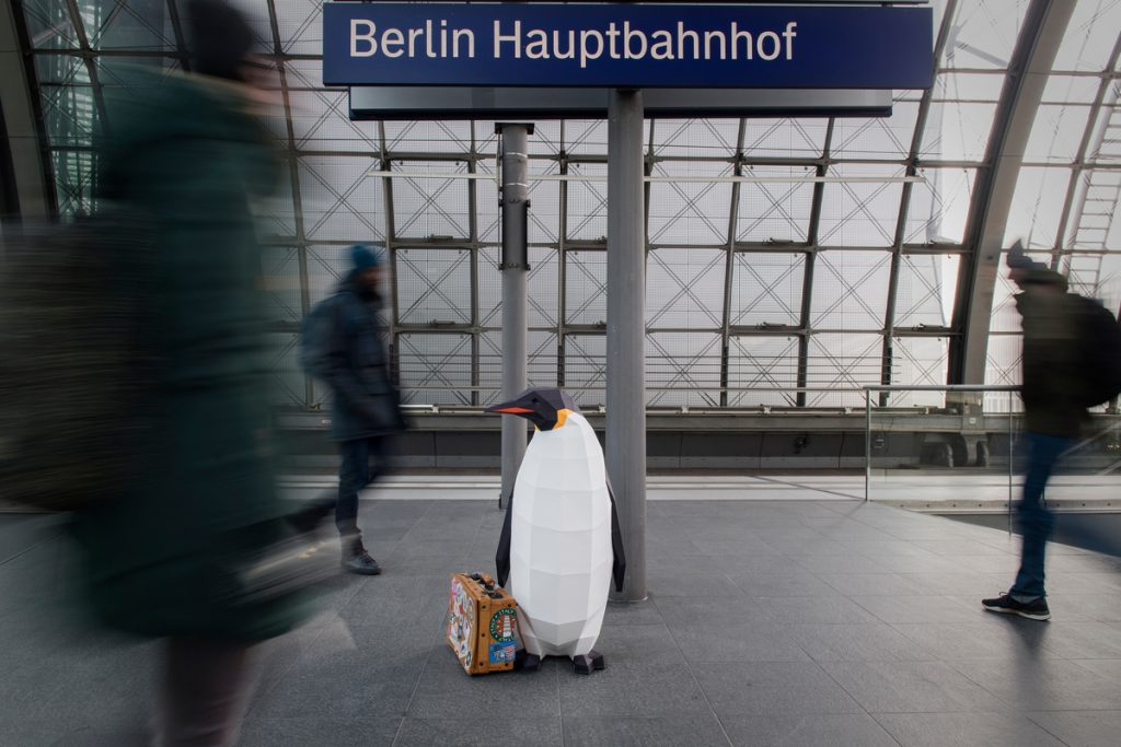 "March of the Penguins in Berlin""March of the Penguins"" in Berlin © Bente Stachowske / Greenpeace"