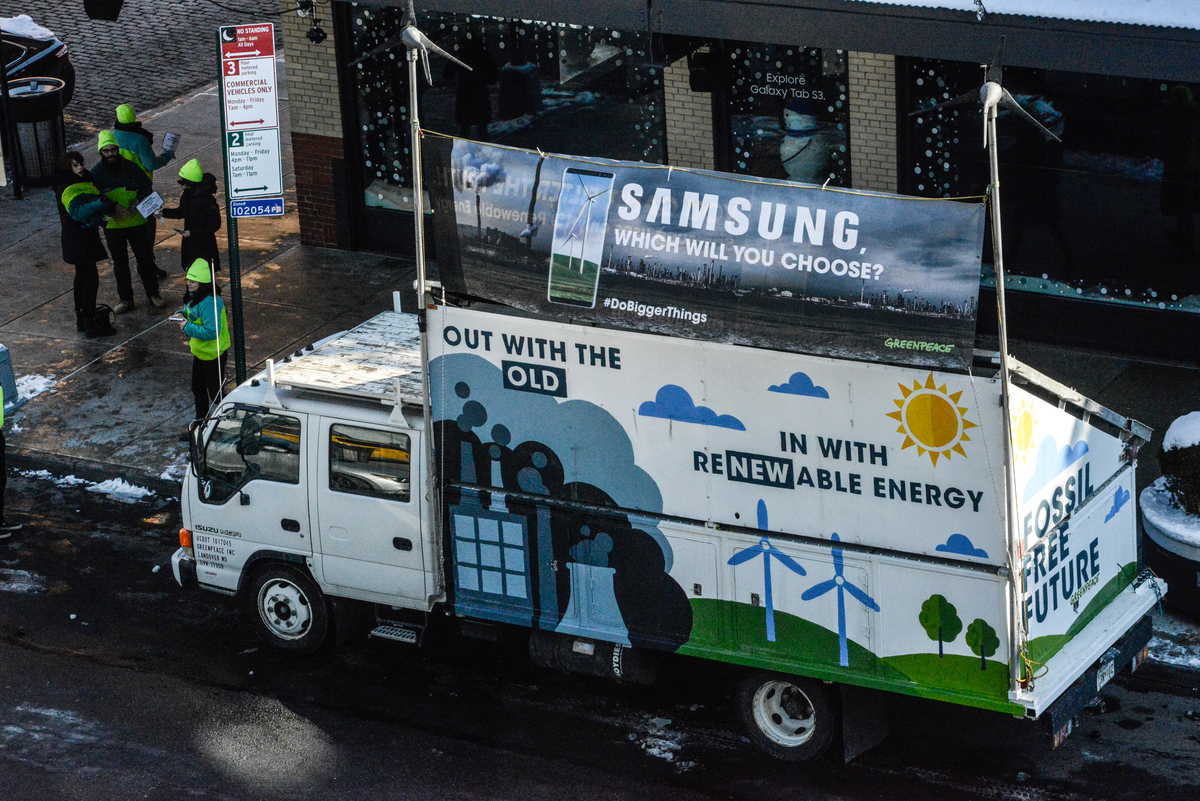 "Samsung"" Action in New York City © Stephanie Keith / Greenpeace"