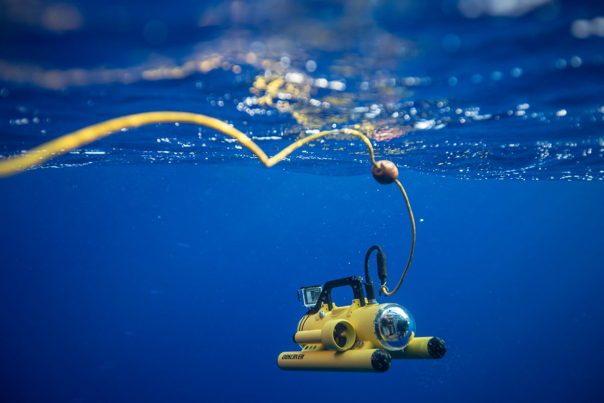 ROV dispatched to inspect a FAD in the Indian Ocean © Will Rose / Greenpeace