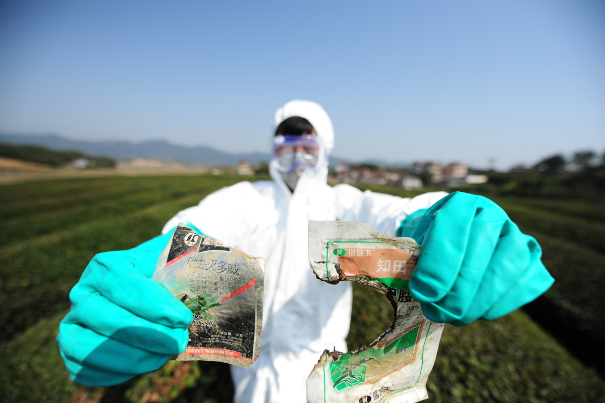 Banned pesticides discovered in a Zhejiang tea plantation © Greenpeace / Qinggang Cheng