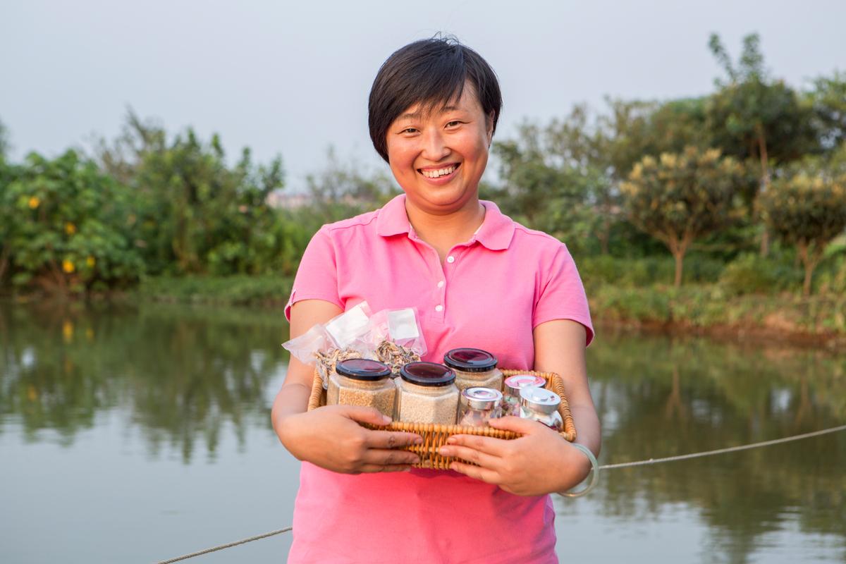 Hou Xueying, an organic farmer from Shanghai © Wendi Wu / Greenpeace