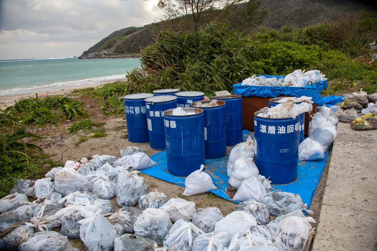 Waste on Asani beach © Kosaku Hamada / Greenpeace