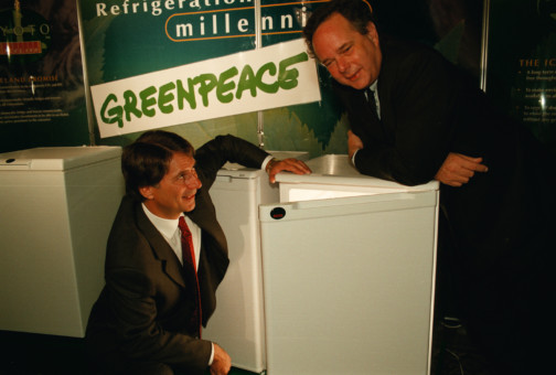 Peter Melchett (ED GP UK in 1997) and Malcolm Walker (Iceland Frozen Foods) with a GreenFreeze fridge © Greenpeace / Nick Cobbing