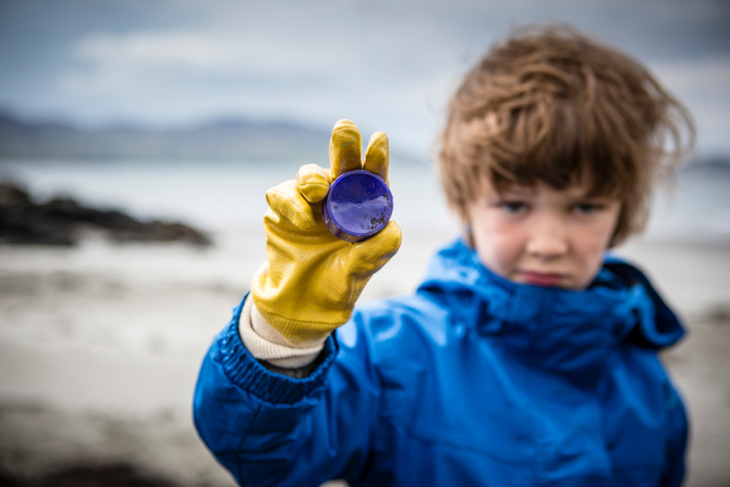 Kilninian Beach Clean-up Activity on Mull Island in Scotland © Will Rose / Greenpeace