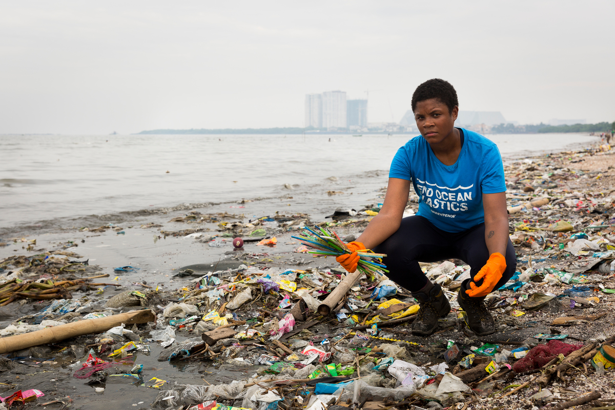 Freedom Island Waste Clean-up and Brand Audit in the Philippines © Daniel Müller / Greenpeace