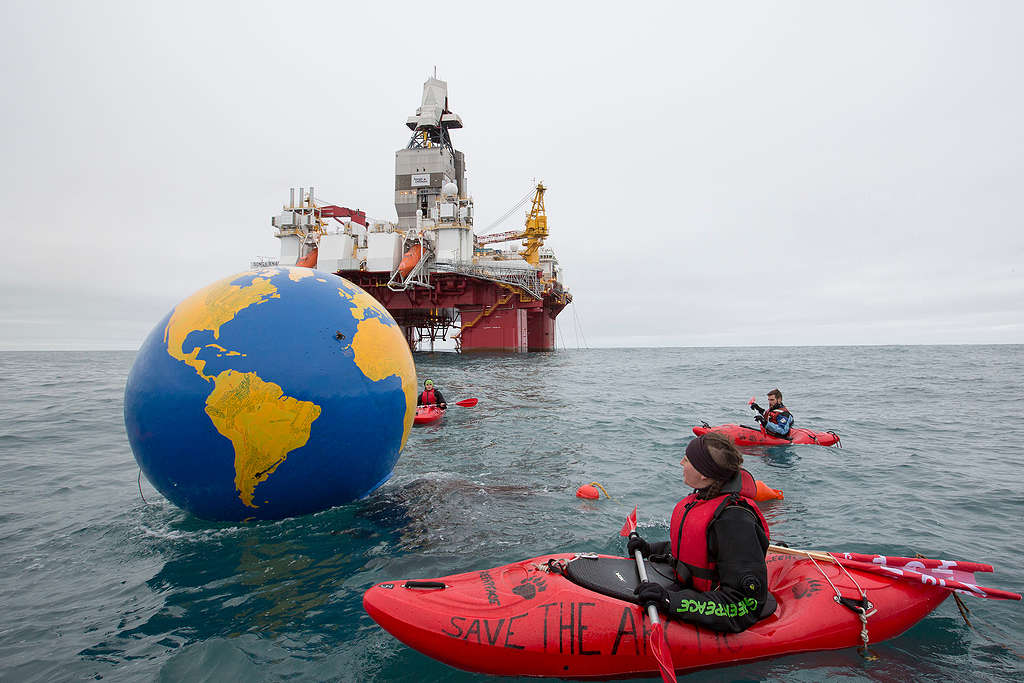 Arctic Sunrise protests Arctic oil drilling in the Barents Sea © Nick Cobbing / Greenpeace