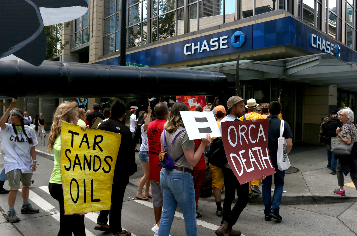 JP Morgan Chase Art Visit in Seattle © Marcus Donner / Greenpeace