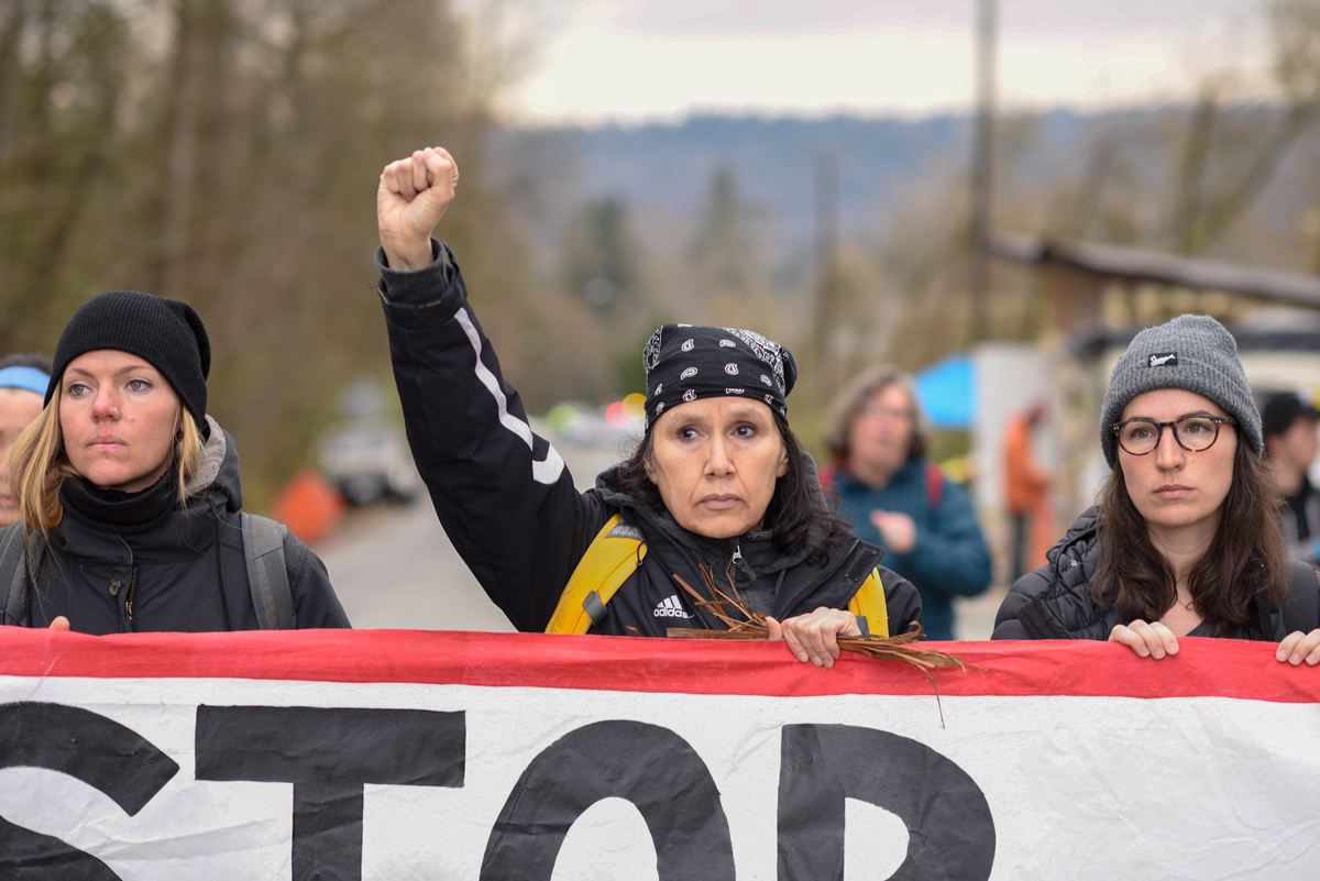 Land Defenders Protest at Kinder Morgan Tank Farm in British Columbia © Rogue Collective / Greenpeace
