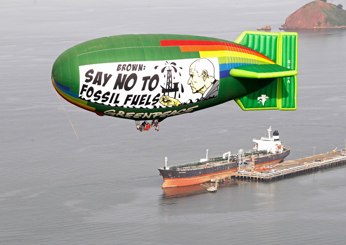 Airship Message for Governor Brown in San Francisco
