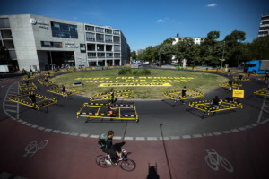 Action against Cars with Walkmobiles in Berlin © Gordon Welters / Greenpeace