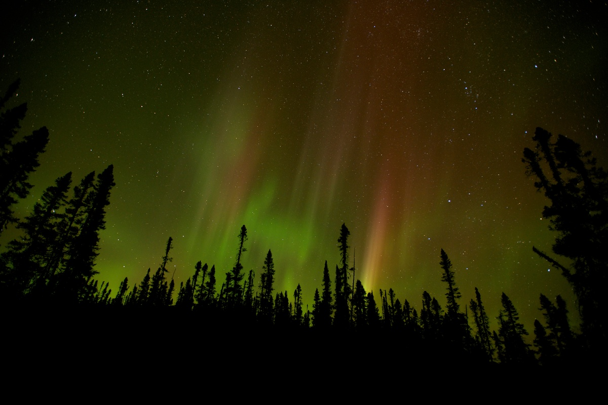 Northern Lights with illuminated sky © Markus Mauthe / Greenpeace