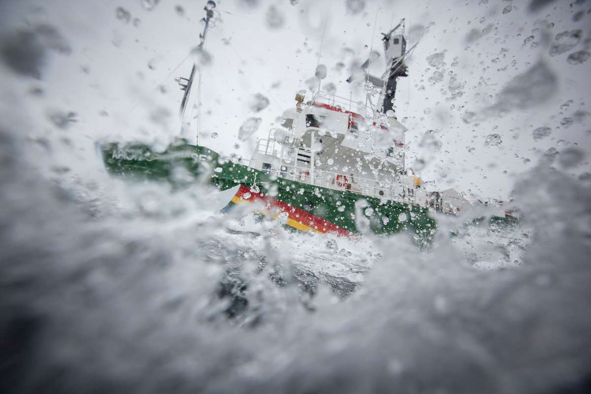 Arctic Sunrise in the Barents Sea. © Will Rose / Greenpeace
