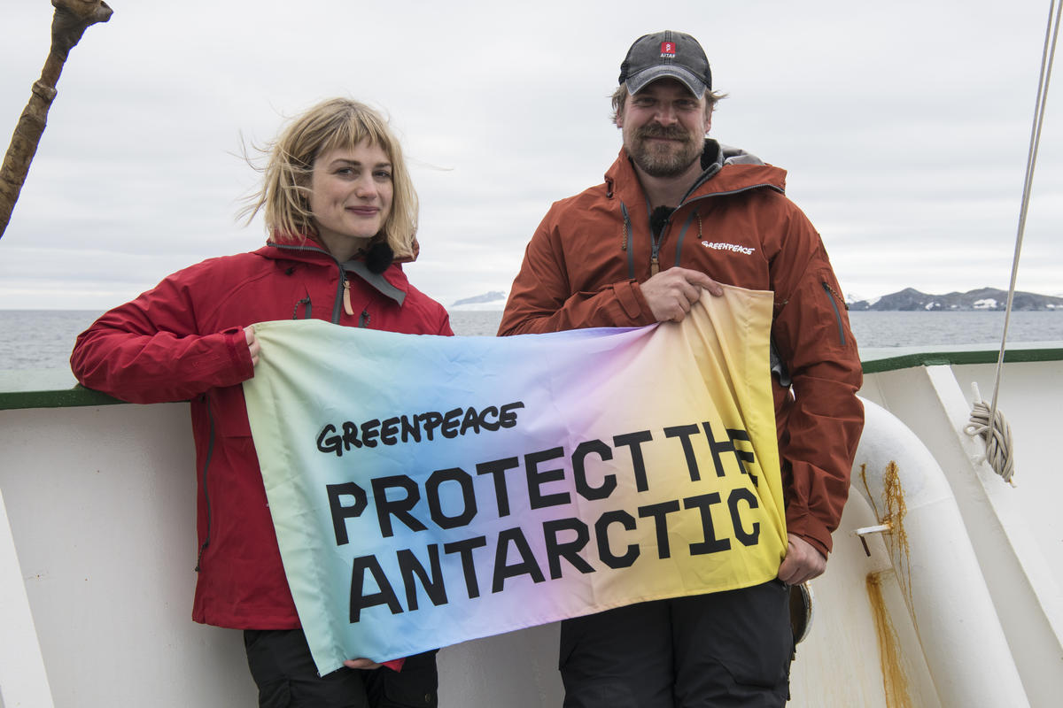 Alison Sudol and David Harbour in the Antarctic © Daniel Beltrá