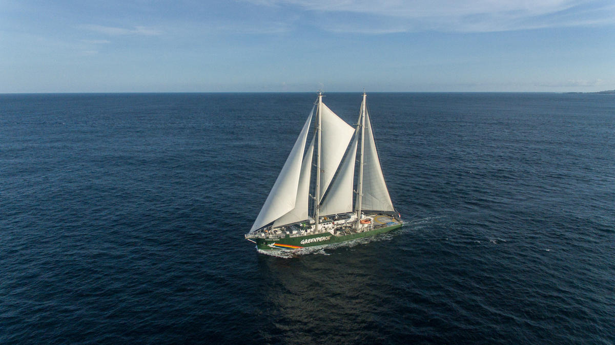 Rainbow Warrior Sailing in Bali. © Bagus Windhi Santika / Greenpeace